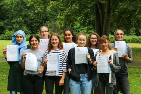 Business English – Schülerinnen und Schüler bestehen erfolgreich die IHK-Prüfung